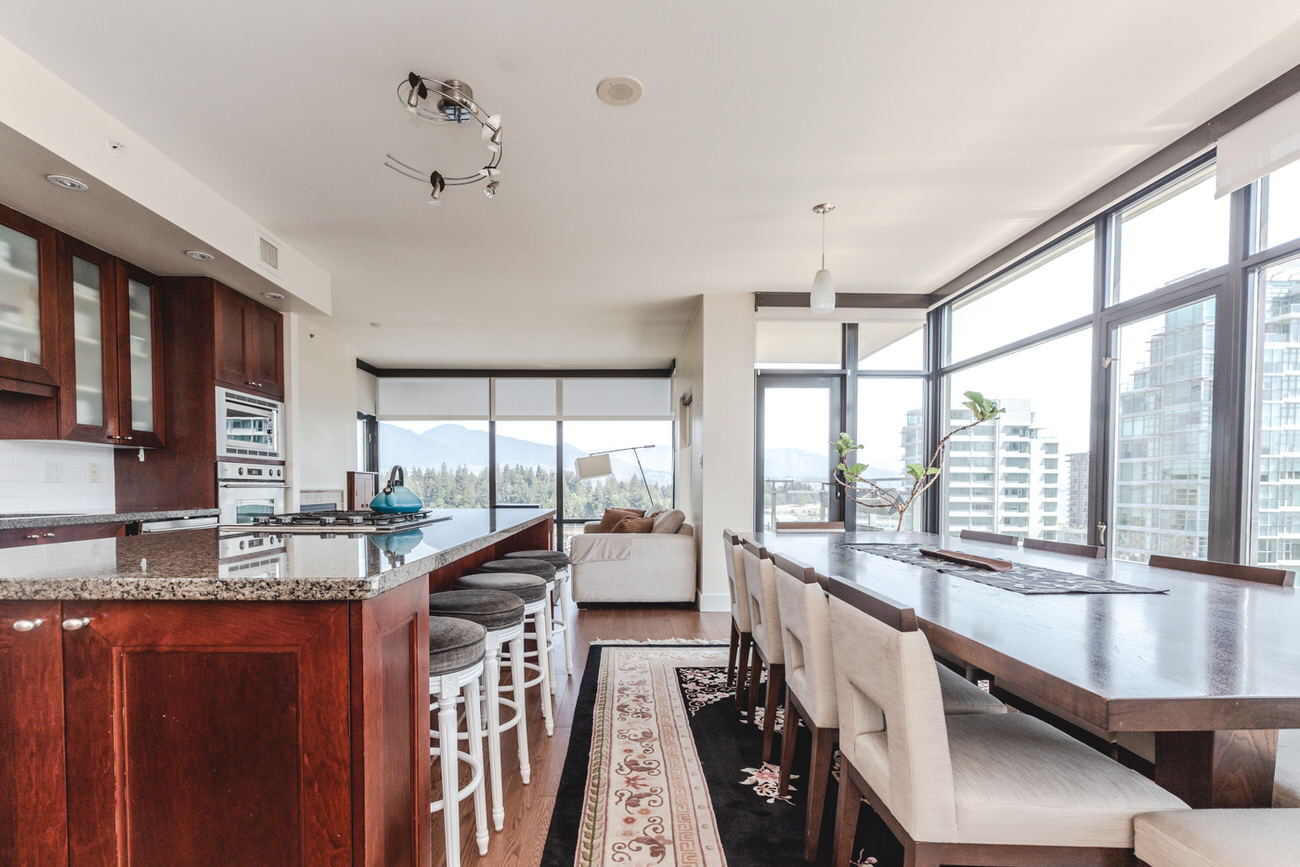 Dining area and wet bar in Downtown Vancouver condo with view.