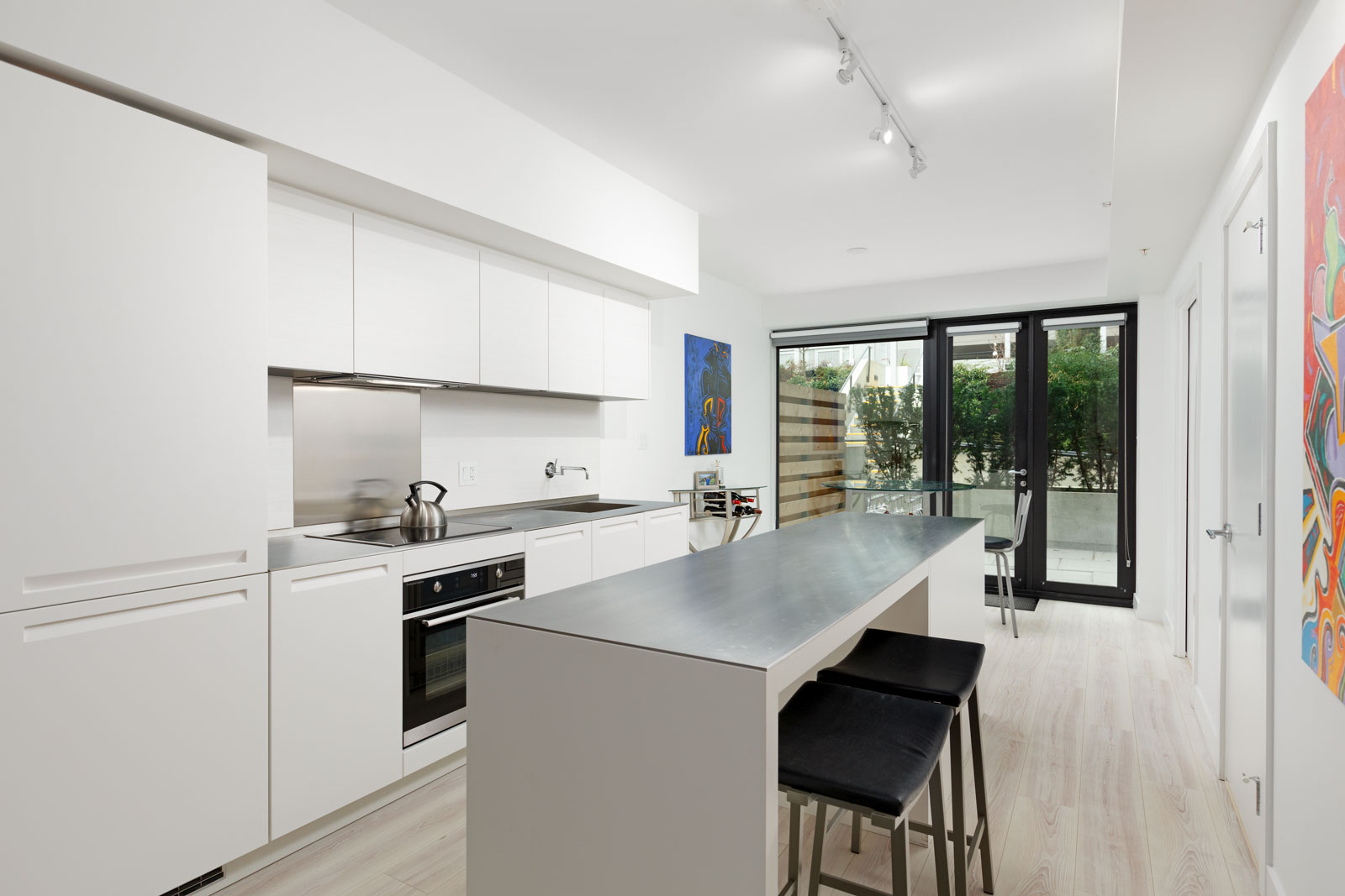 Kitchen and dining area at Downtown Vancouver condo rental managed by Birds Nest Properties.