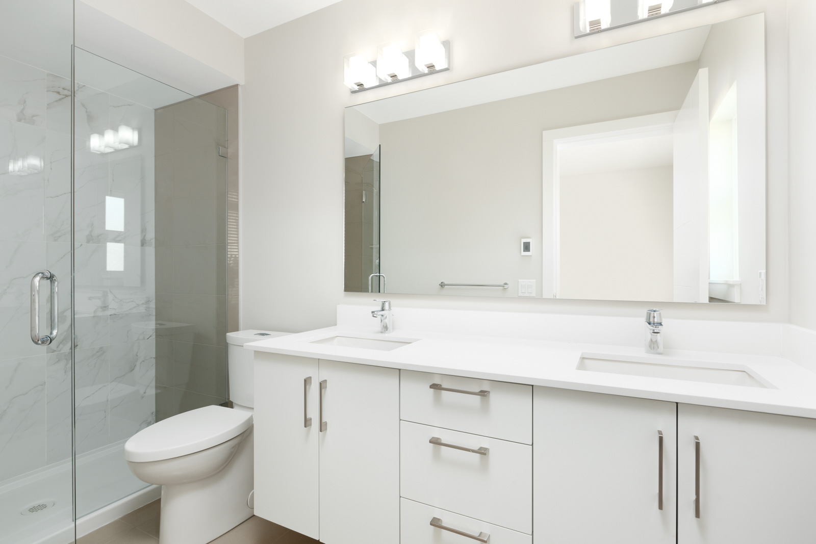 Bathroom inside Richmond luxury rental townhome.