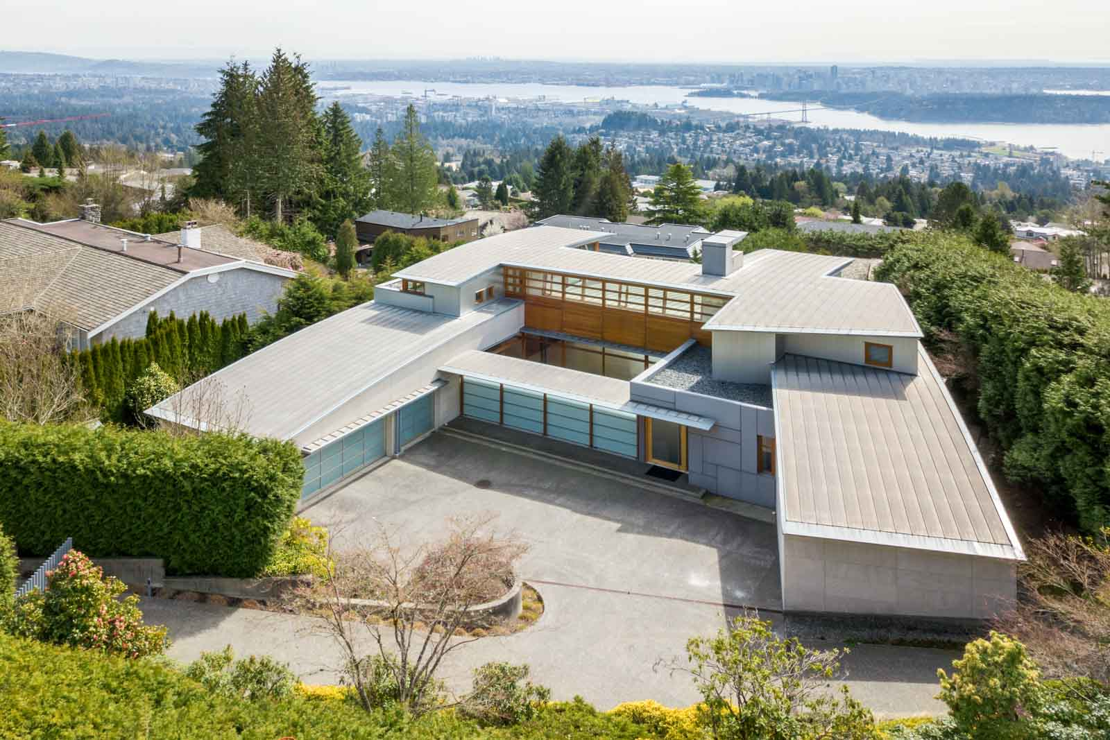Exterior view of West Vancouver luxury rental home.