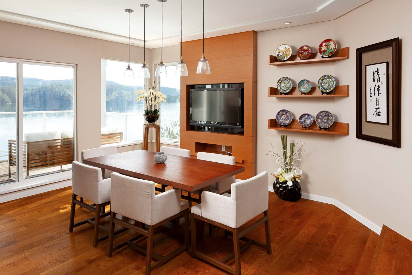 Dining room of North Vancouver luxury rental home.