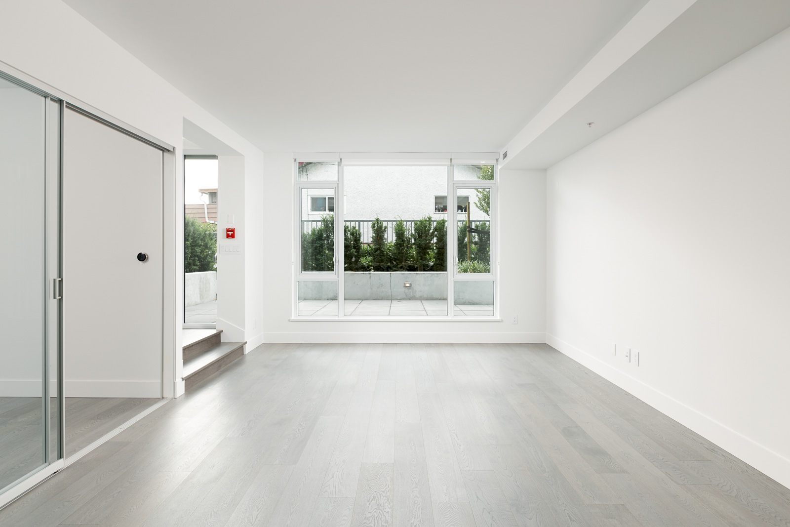 Empty room with bay window inside Kerrisdale luxury condo located in Vancouver.