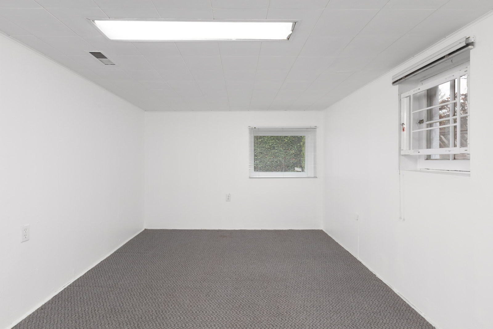 empty room with grey floors and ceiling light in kerrisdale house for rent