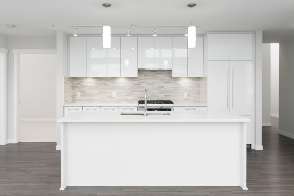 white kitchen in rental townhouse managed by birds nest properties in richmond