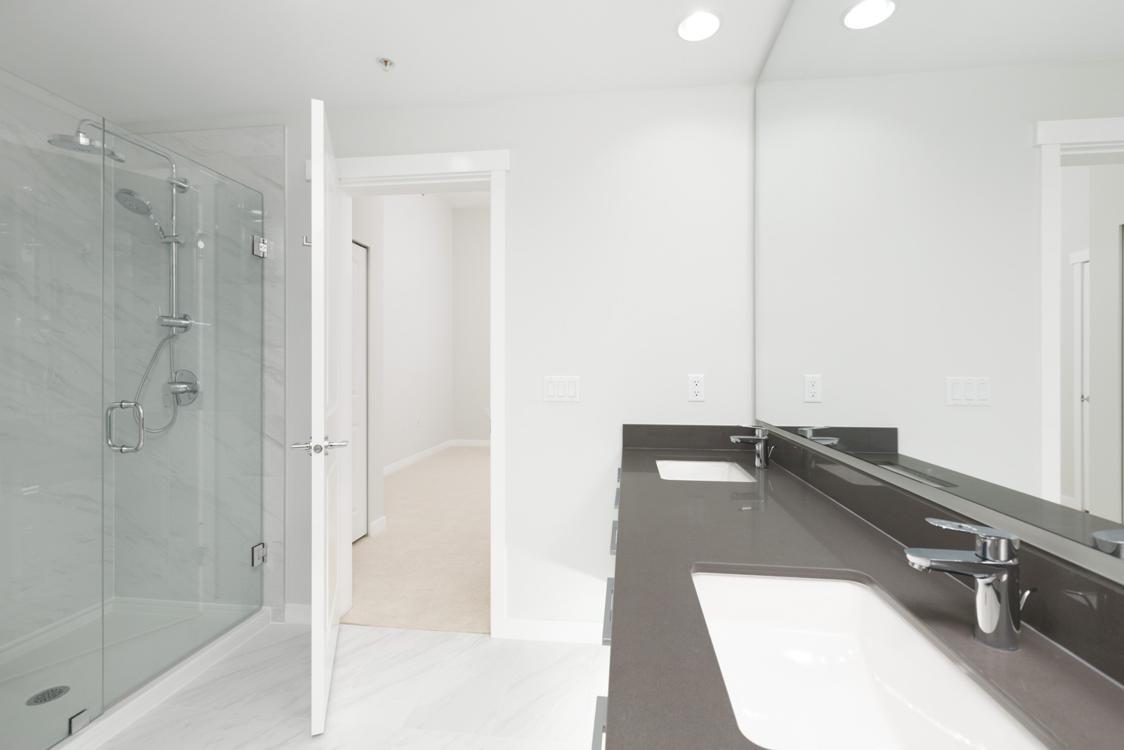 bathroom with open door counter and mirror to ceiling