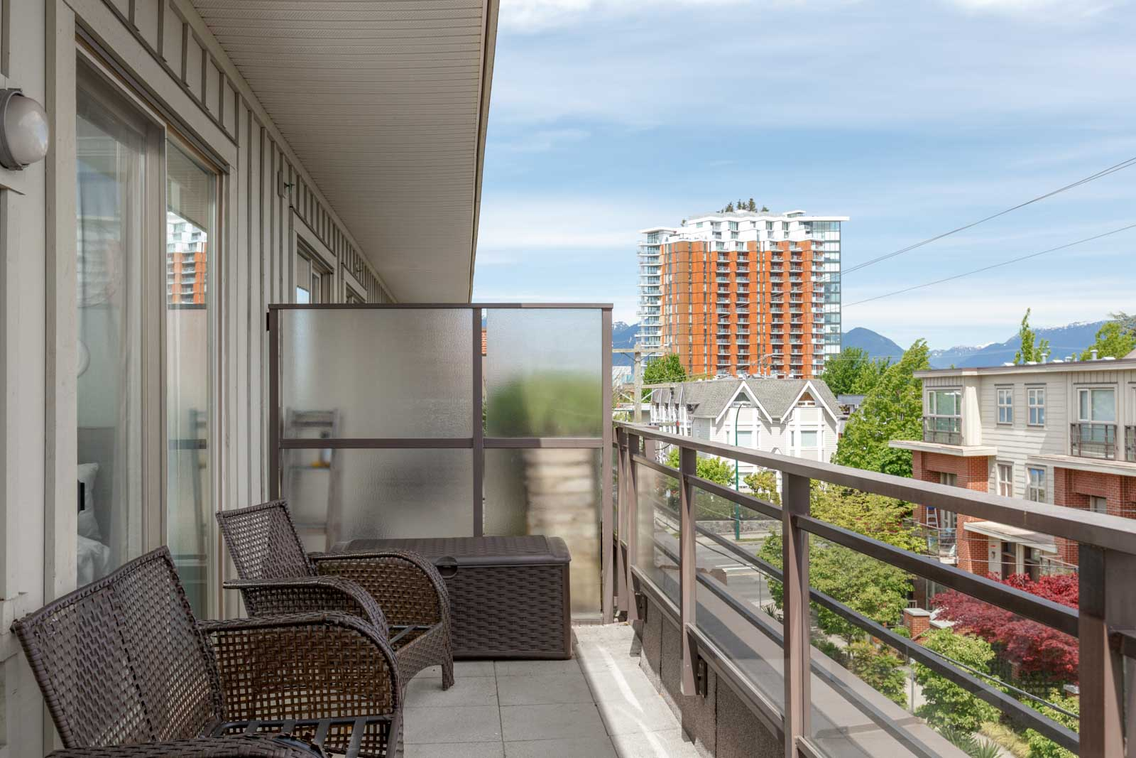 Balcony overlooking the East Vancouver area with a remarkable view in a rental condo in East Vancouver offered by Birds Nest Properties