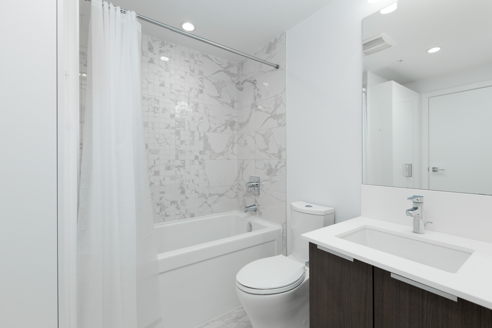 bathroom in rental condo in the Yaletown neighbourhood of Vancouver