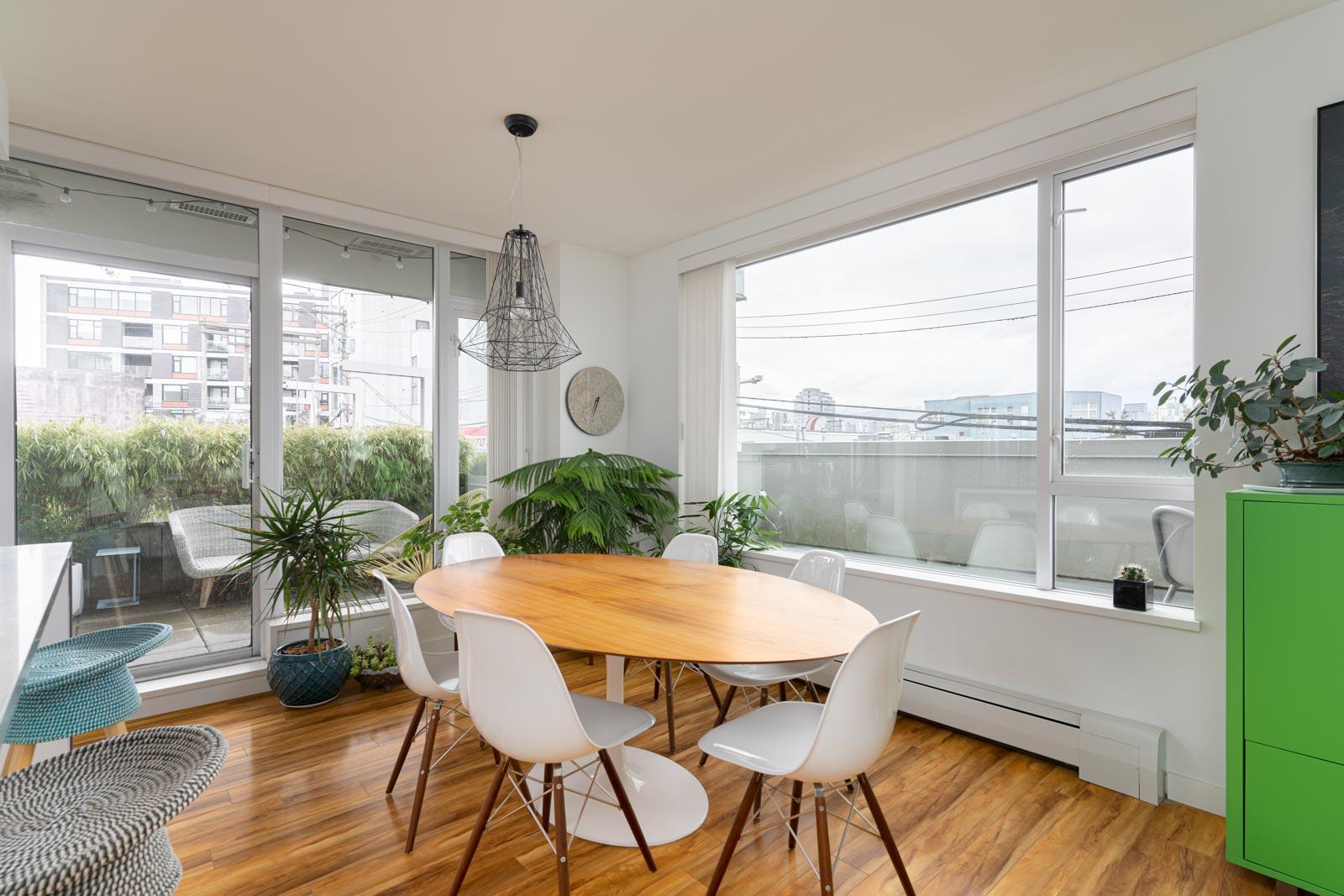 living room with hardwood floors in rental house in the Mount pleasant neighbourhood of vancouver