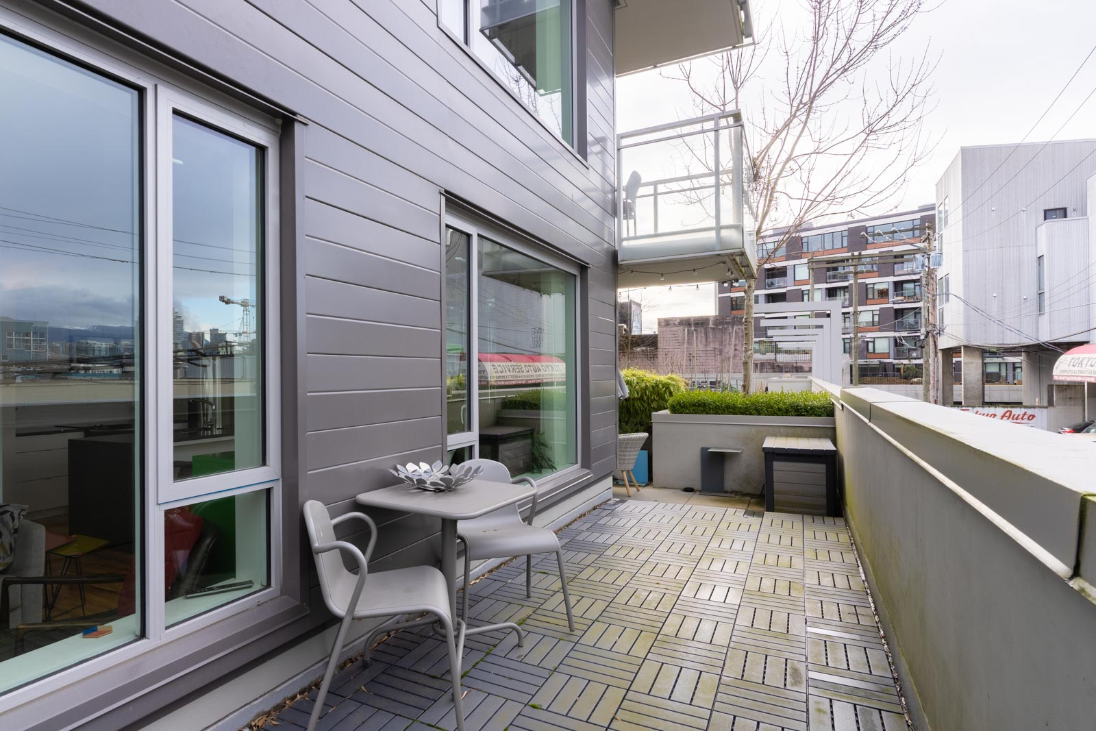 Balcony with large spacious space for entertaining in rental condo in Mount pleasant neighbourhood Vancouver