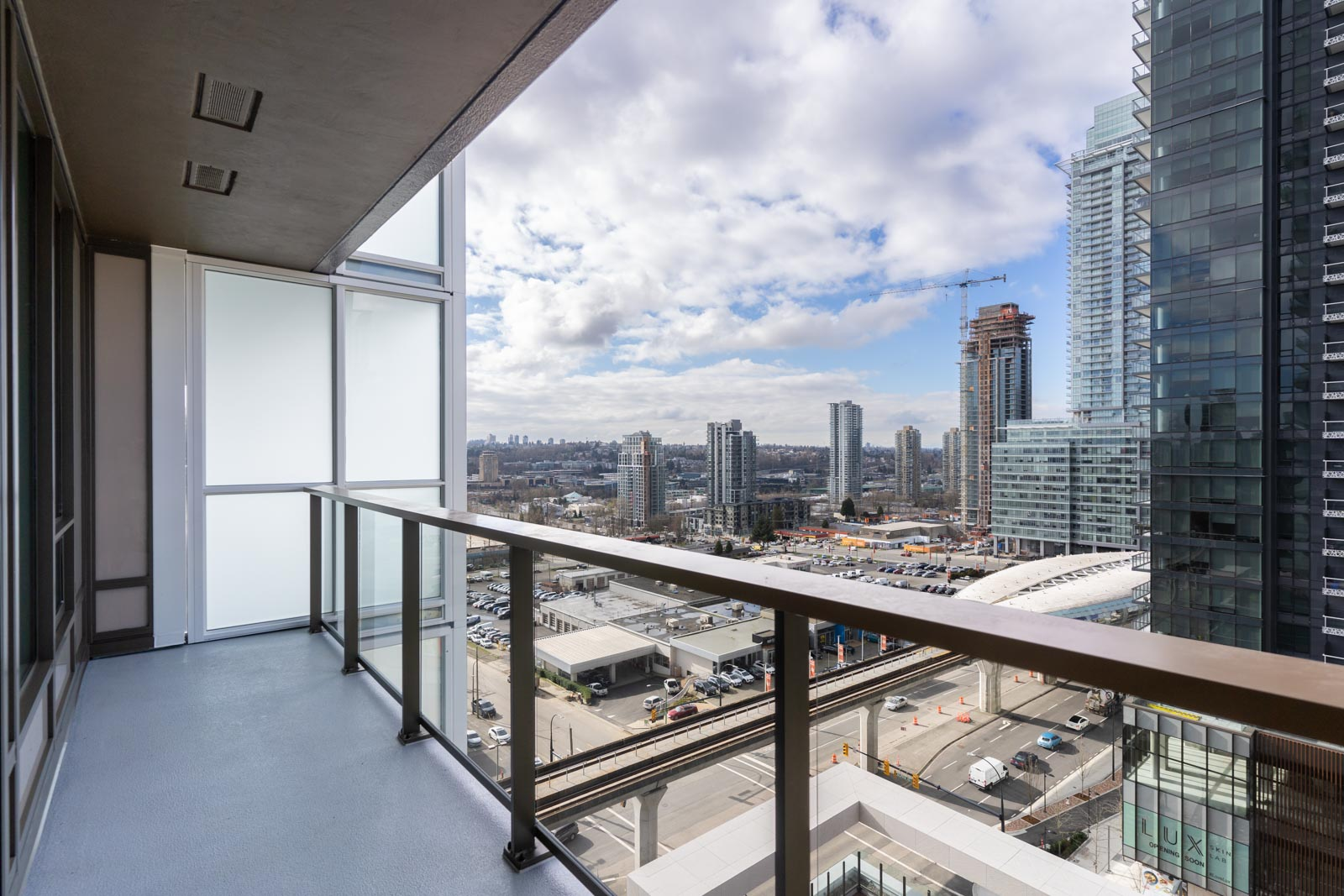 Large balcony that oversees the city skyline from the Amazing Brentwood