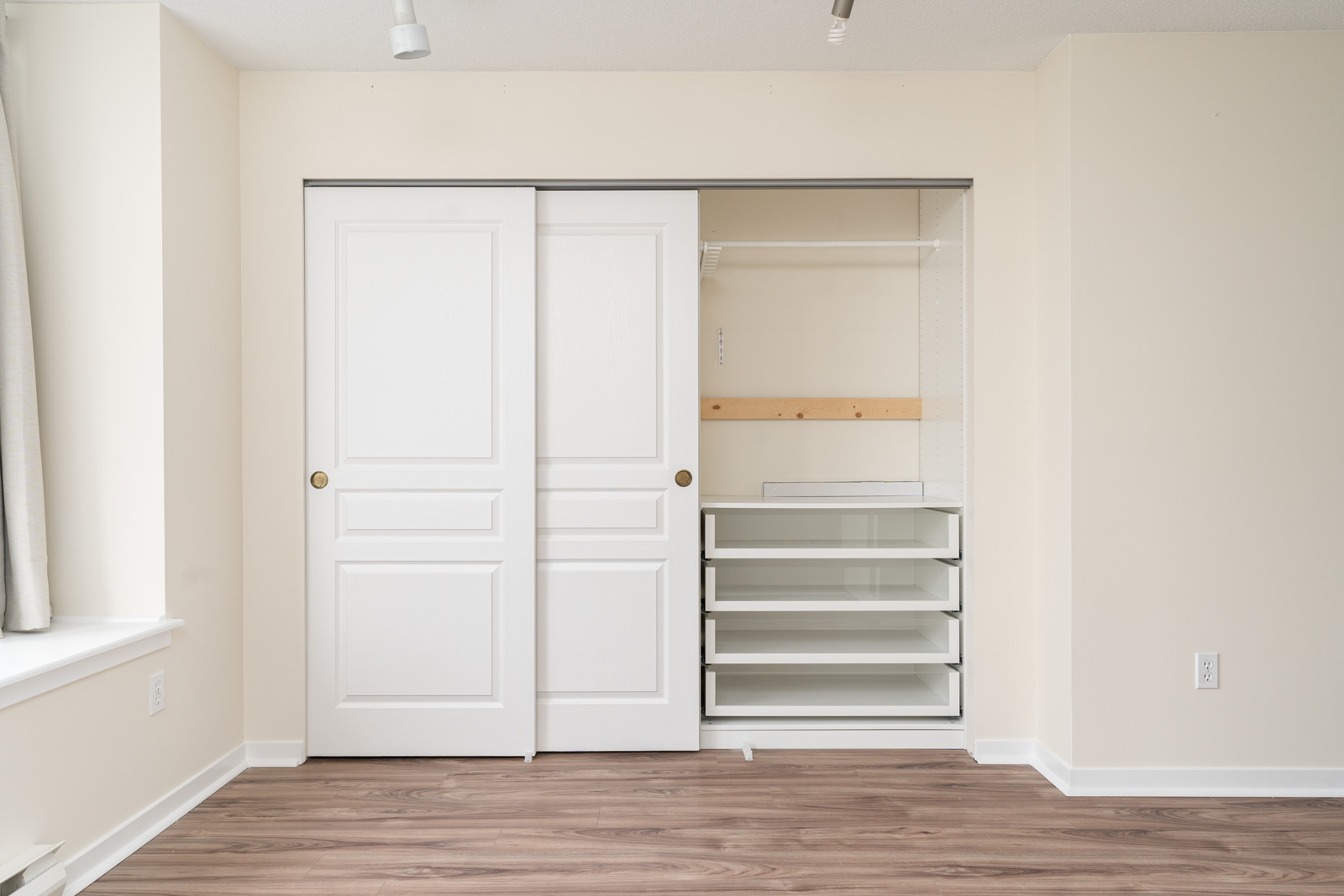 bedroom with spacious closet in rental house in the East Cambie neighbourhood of Richmond