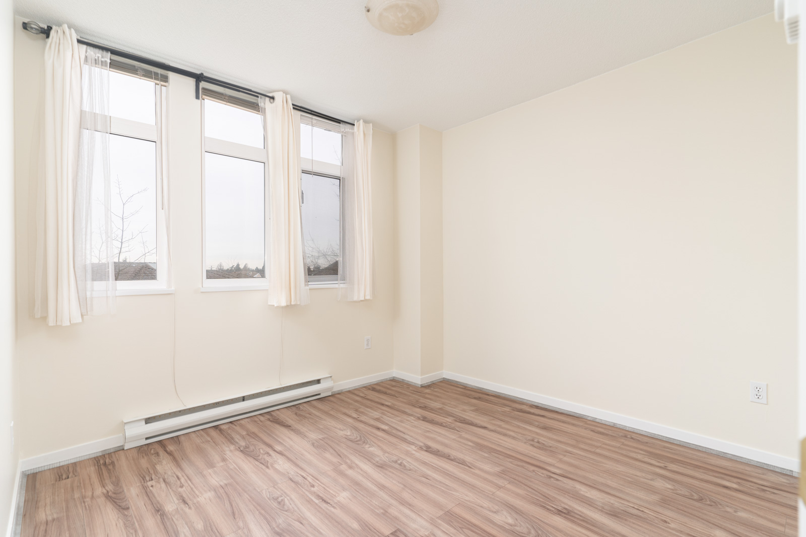 bedroom with white walls in rental house in the East Cambie neighbourhood of Richmond