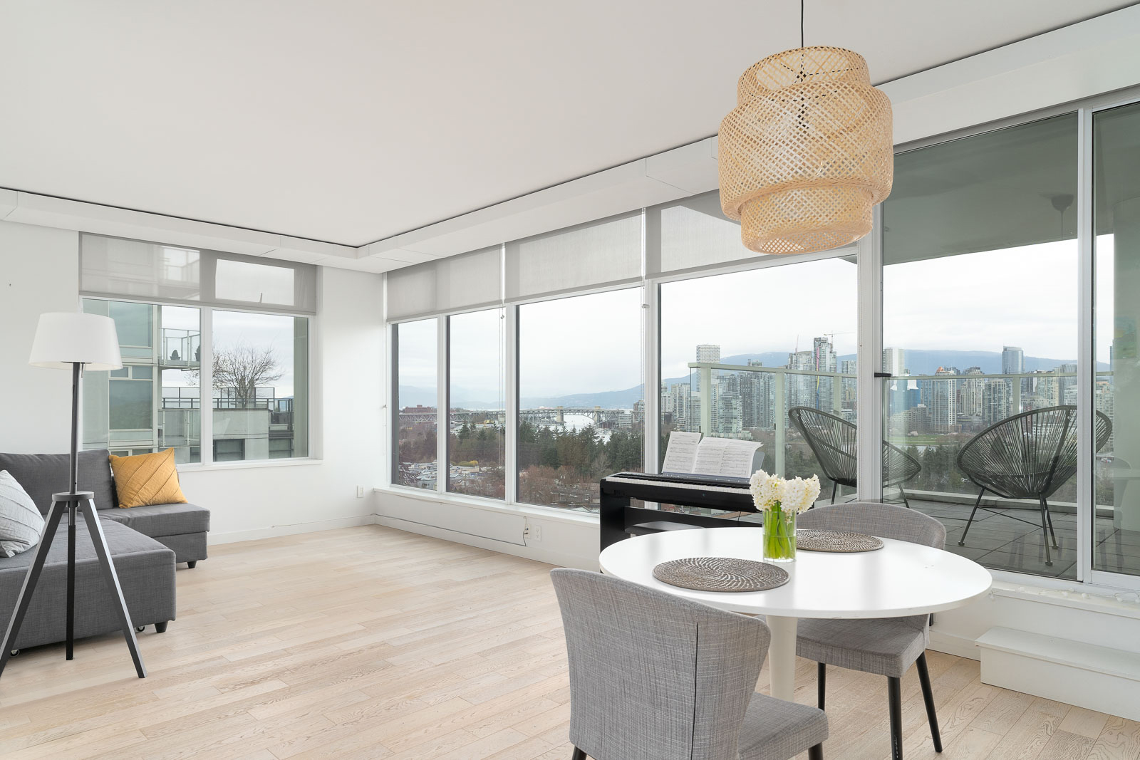 Fairview condo with view to Downtown Vancouver