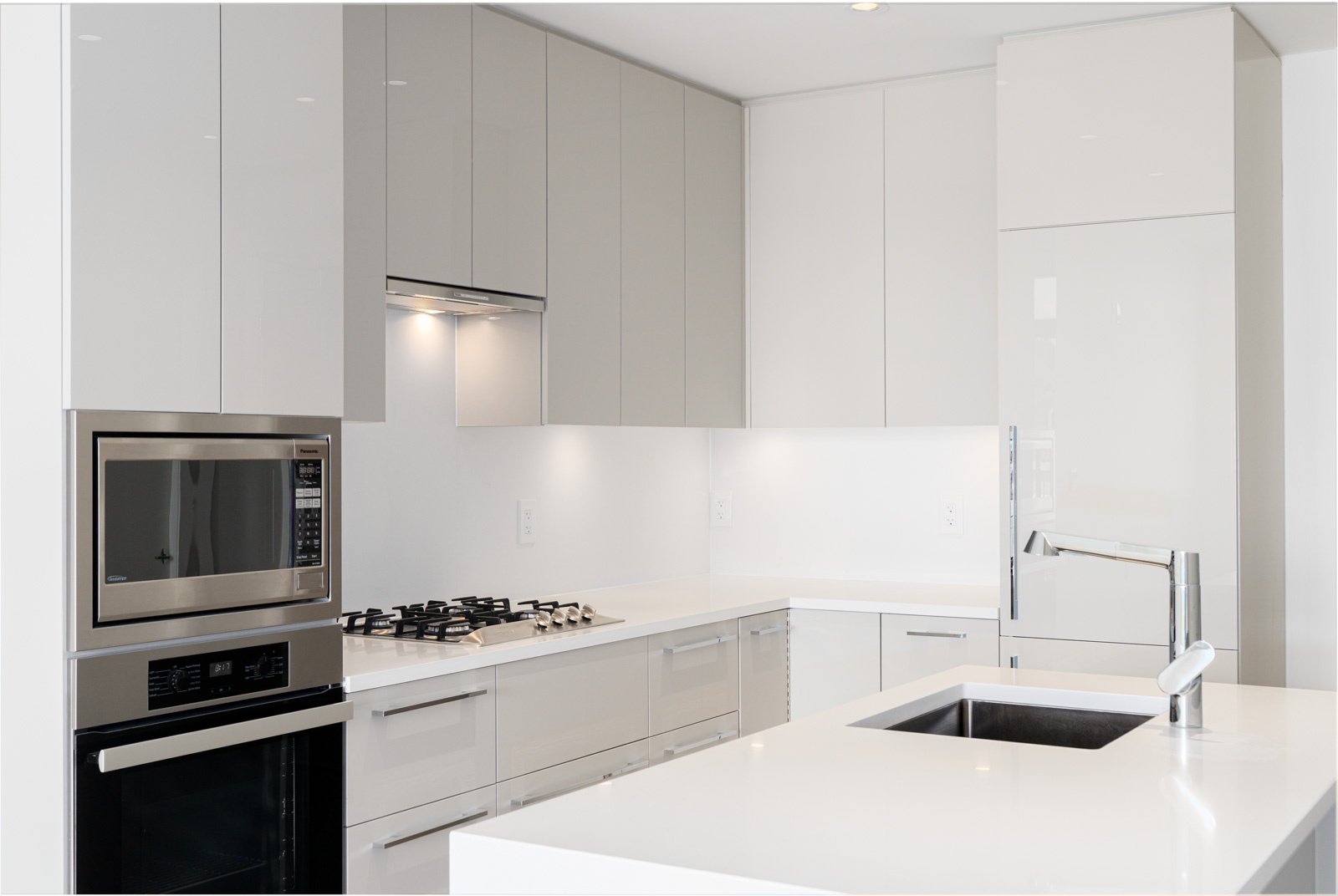 Kitchen with high-end appliances managed by Birds Nest Properties