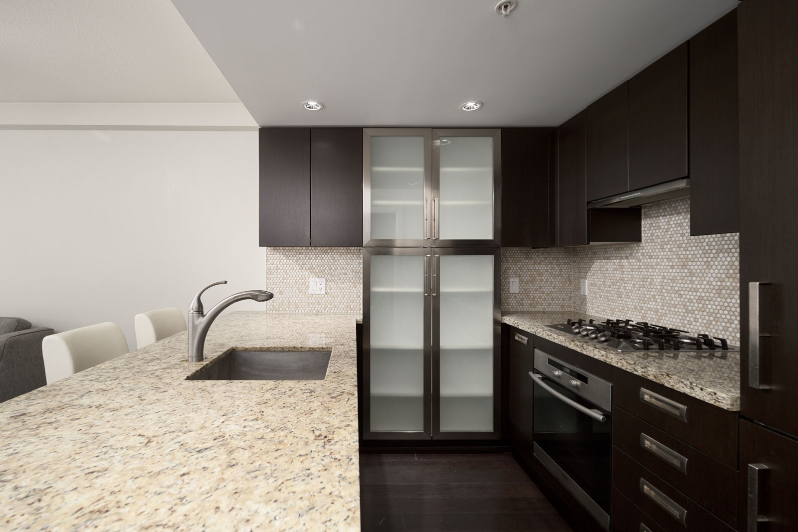 Kitchen with high end appliances managed by Birds Nest Properties