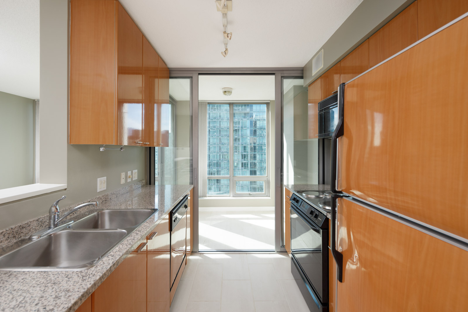 kitchen with built in appliances in property managed by Birds Nest Properties