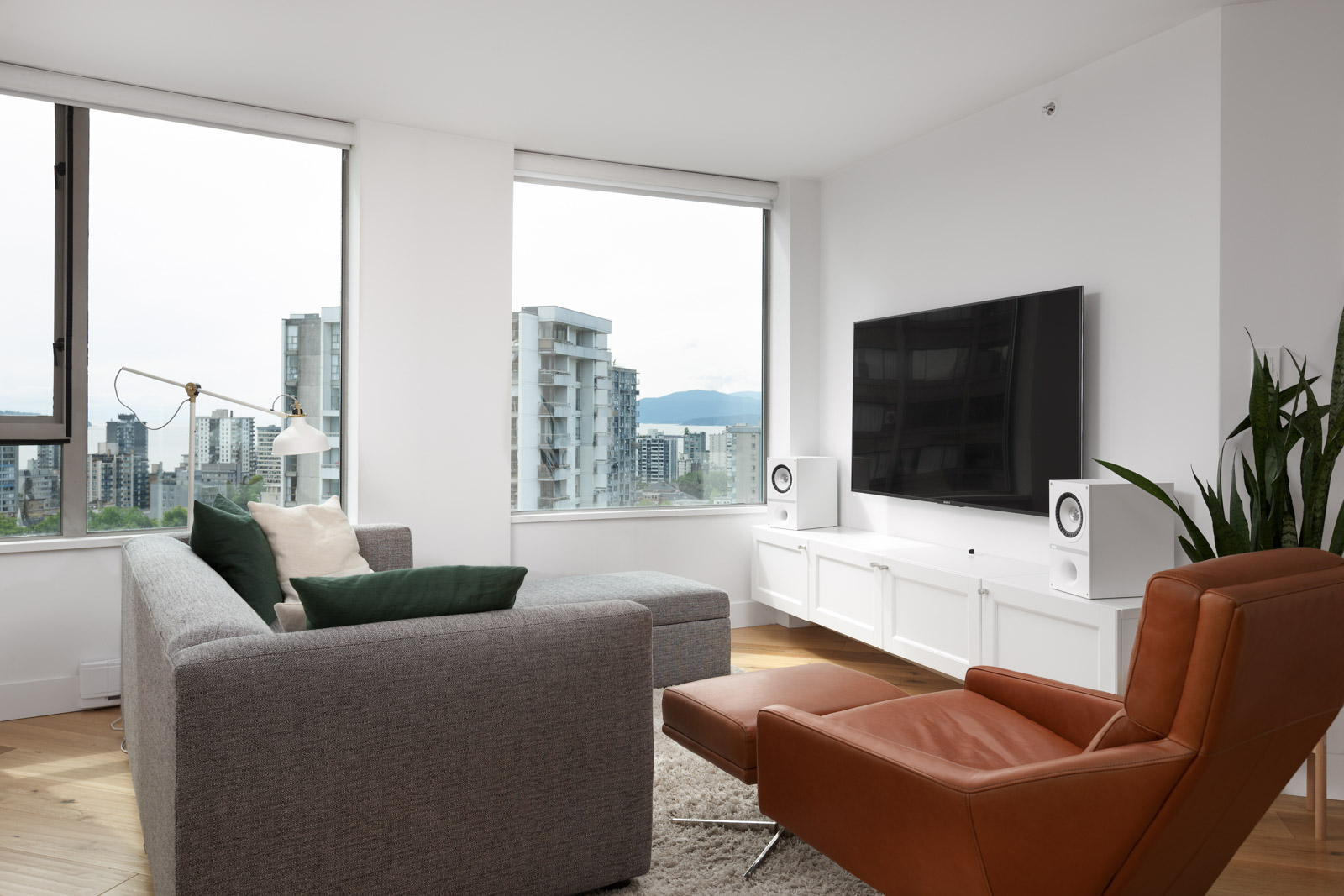 living room with hardwood floors in rental condo in the West End neighbourhood of Vancouver
