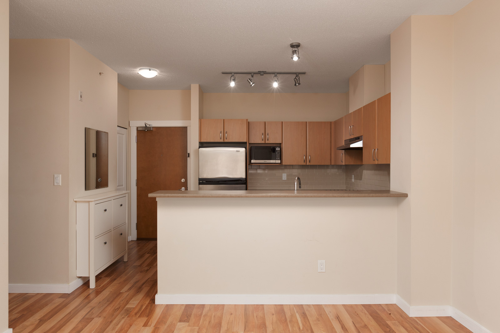 beautiful kitchen in luxury unit in Collage building