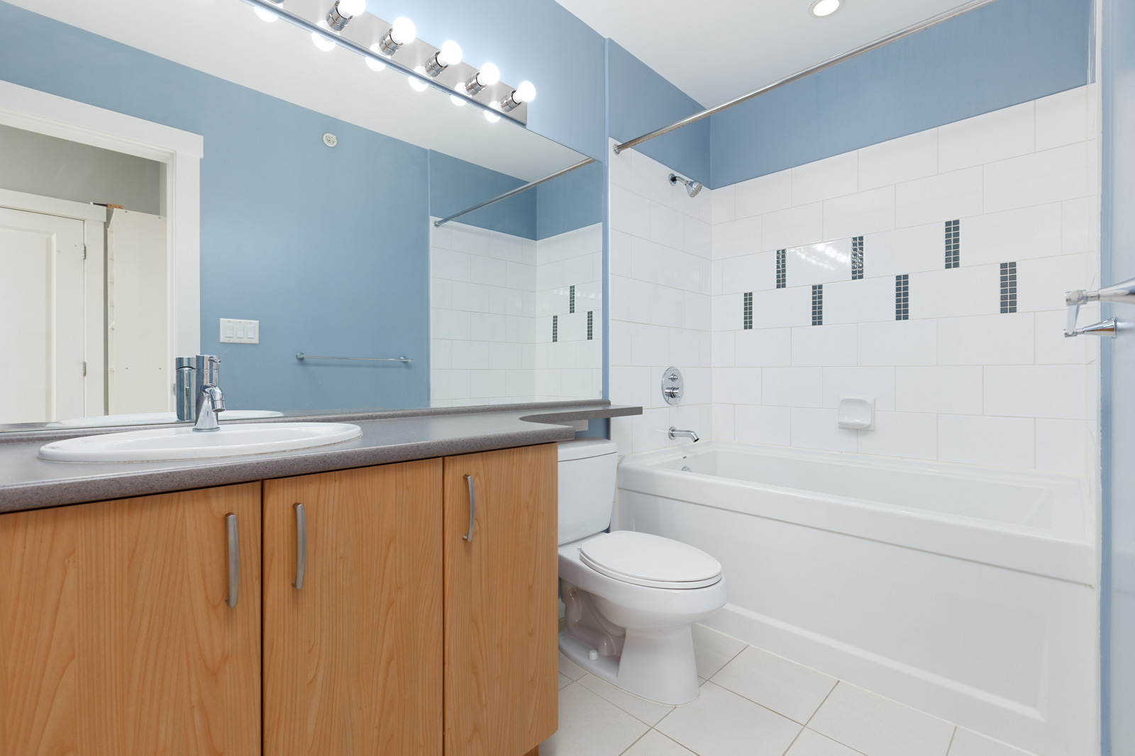 bathwood with white tub and huge mirror