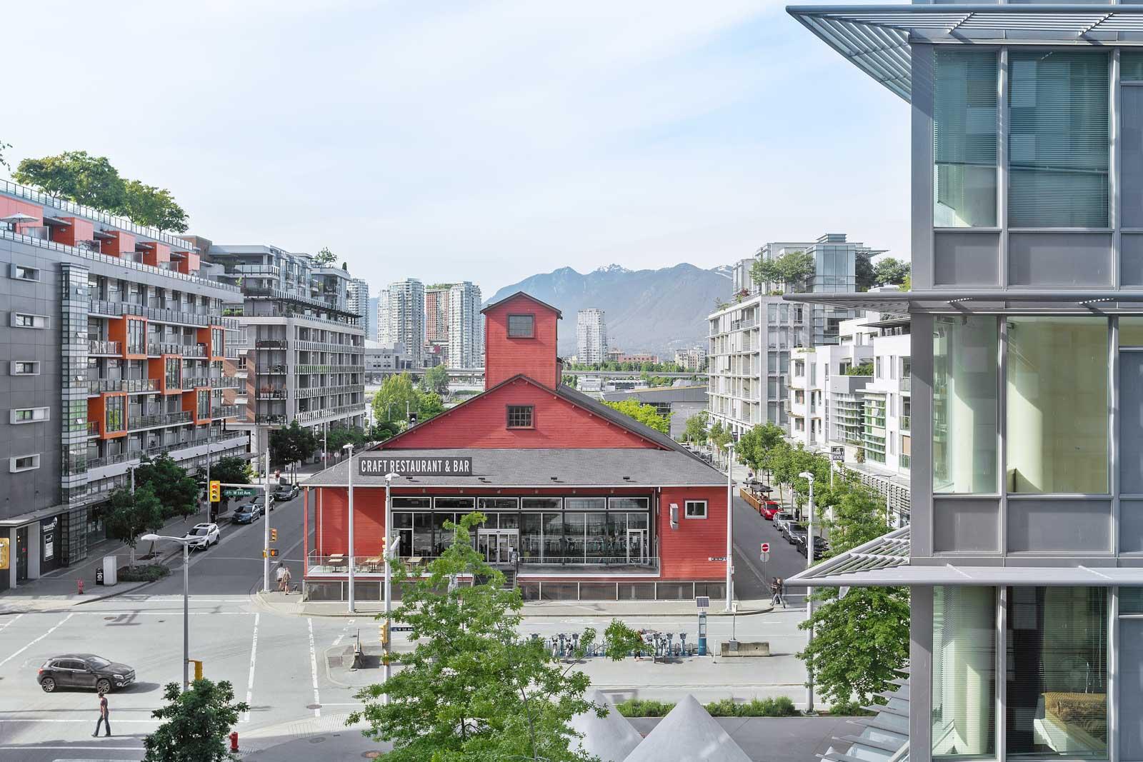 plenty of restaurants and amenities nearby like craft beer market