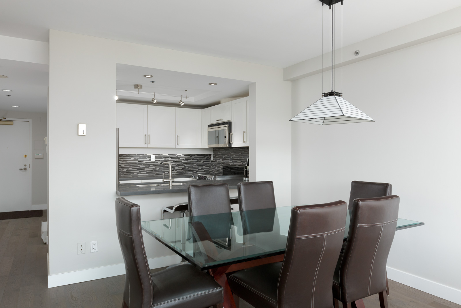 little dining area with direct access to kitchen