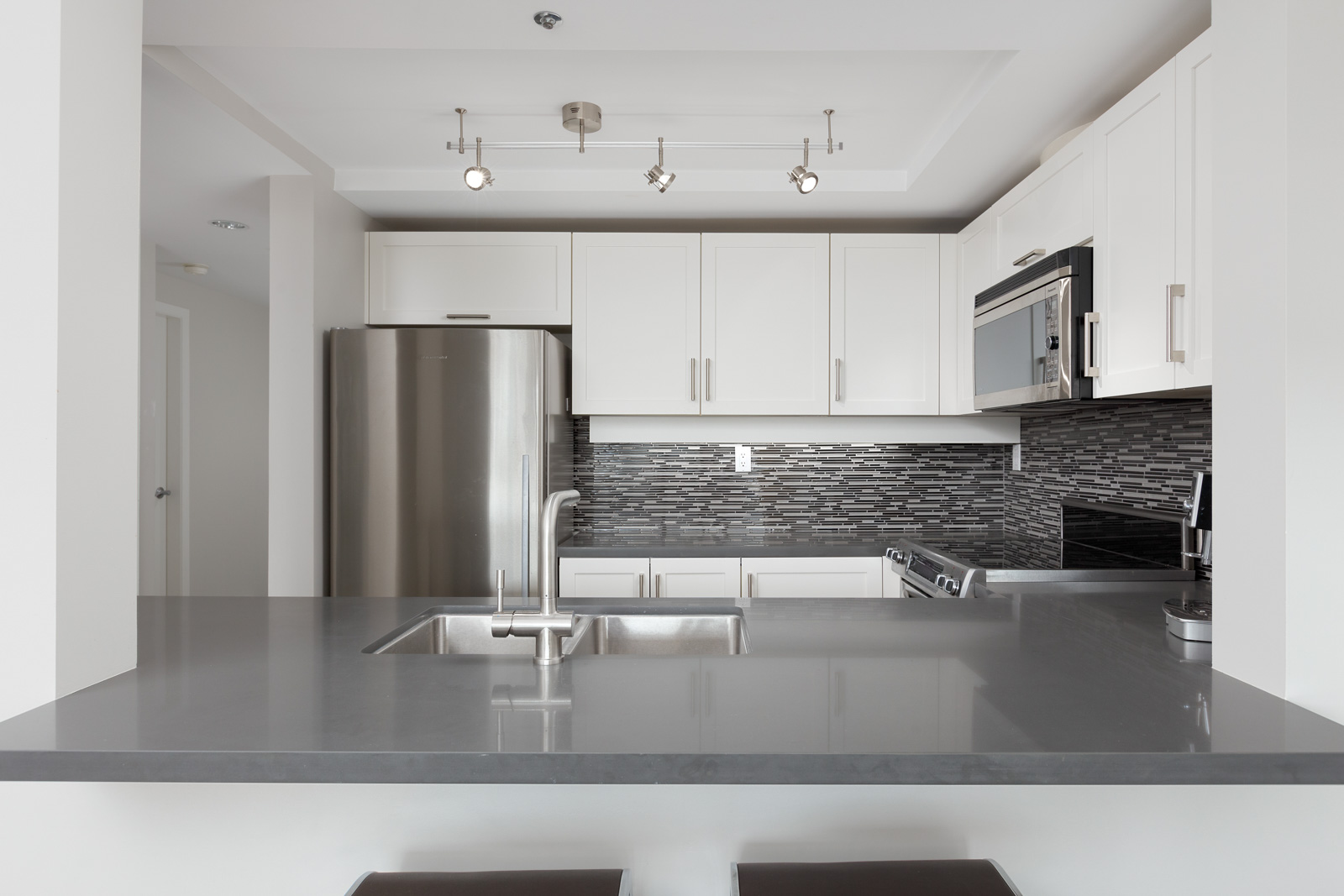 kitchen with high end appliances in property managed by Birds Nest Properties