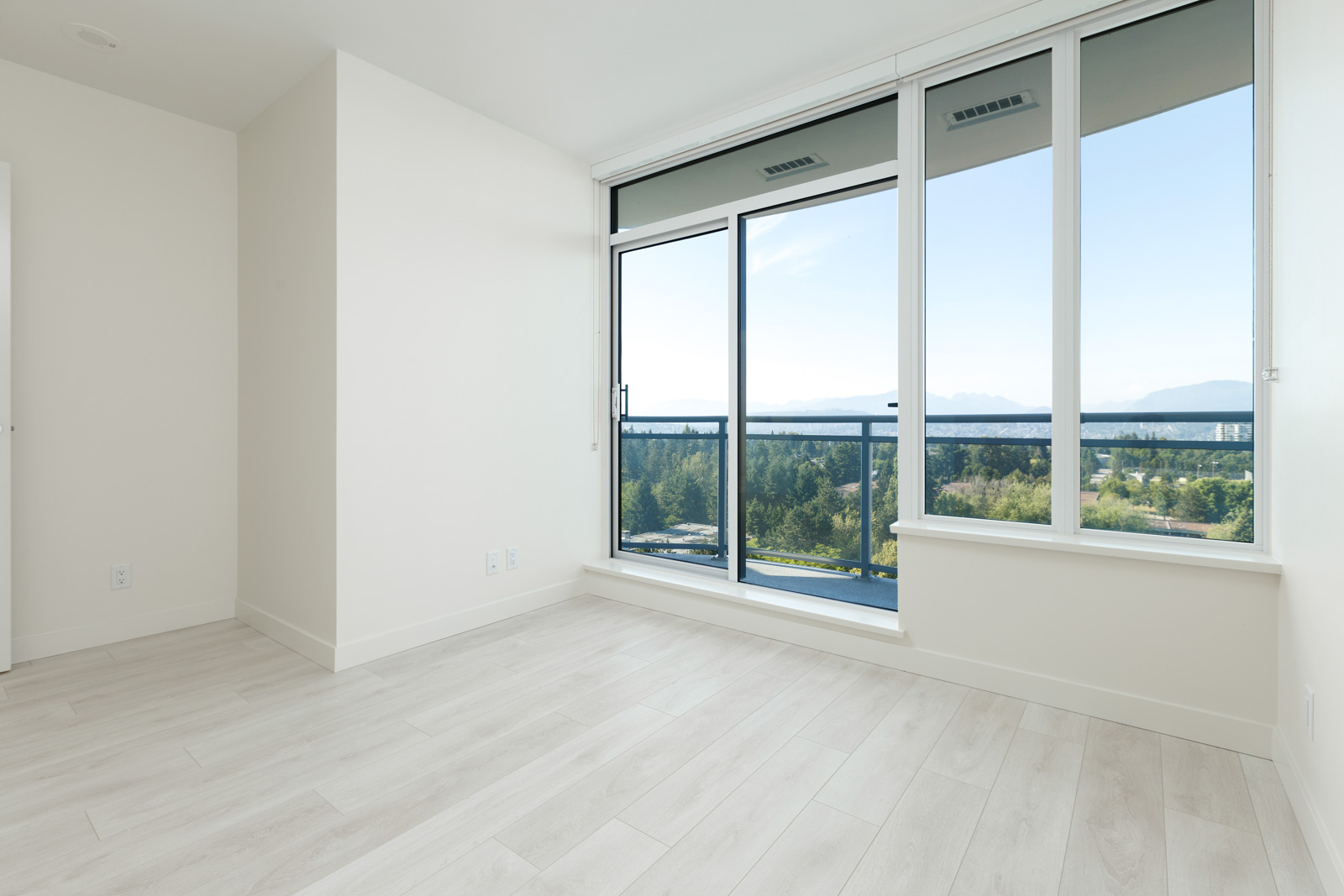 living area with floor to ceiling window