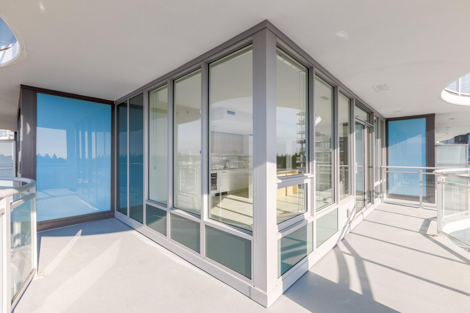 corner suite with windows