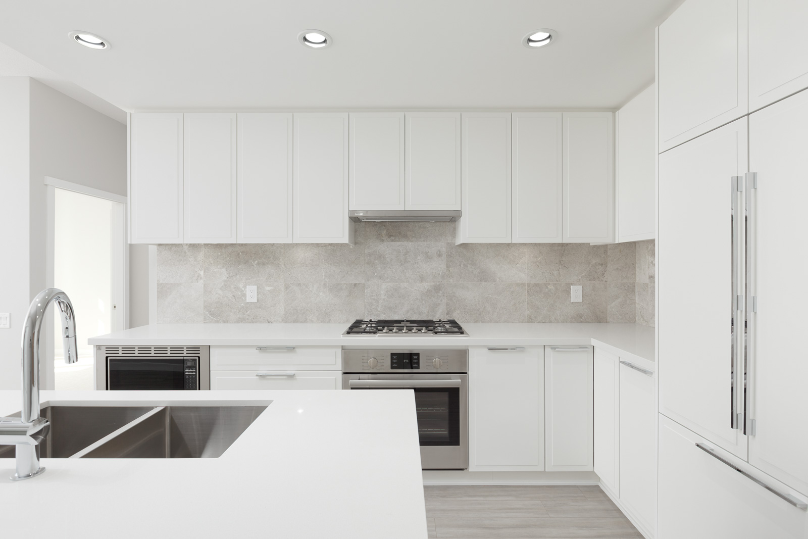 kitchen with state of the art appliances managed by Birds Nest Properties