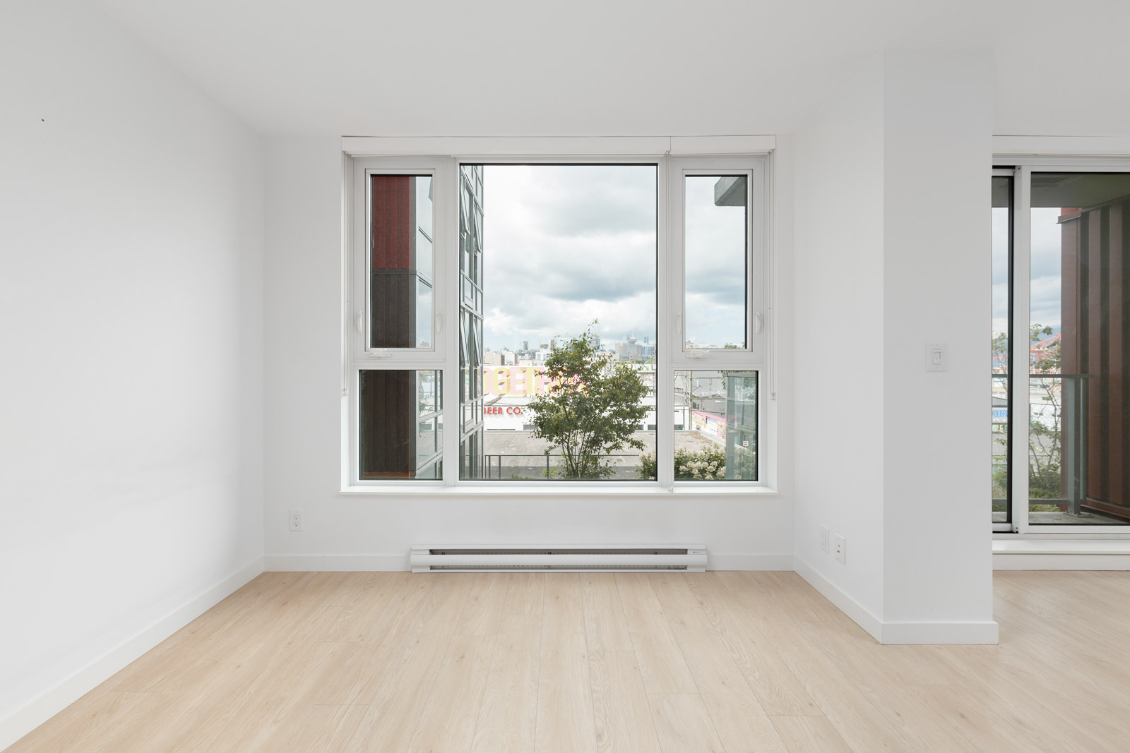 big bedroom with windows allowing sunlight