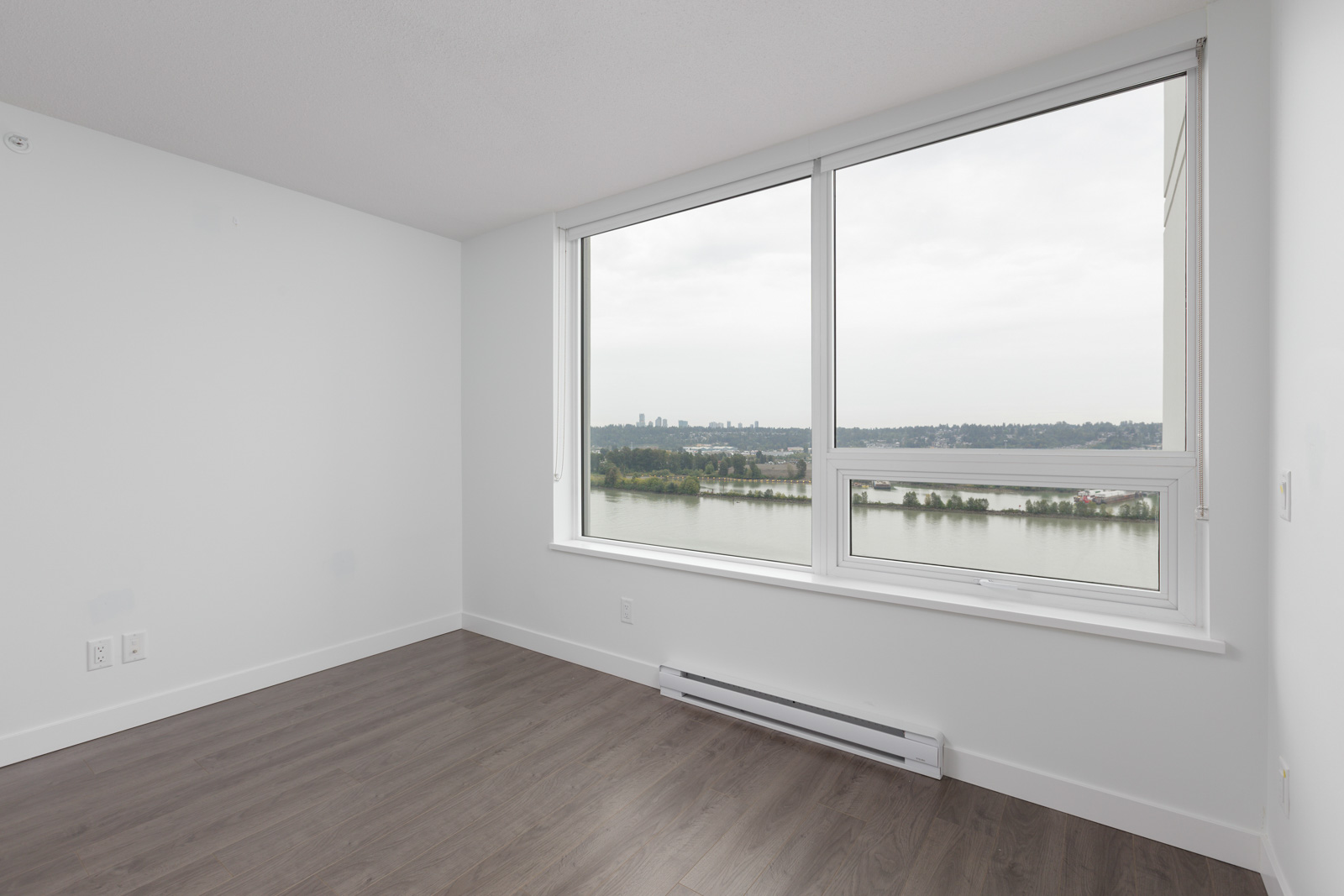 new laminate floors and huge window with a view on the river