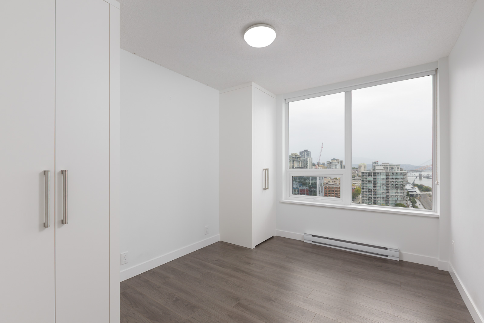 bright bedroom in a condo located near the rived in new Westminster with a view